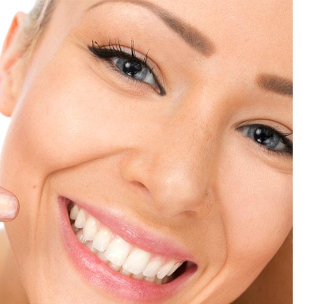 Dentistas especialistas en Carillas de porcelana en Zaragoza